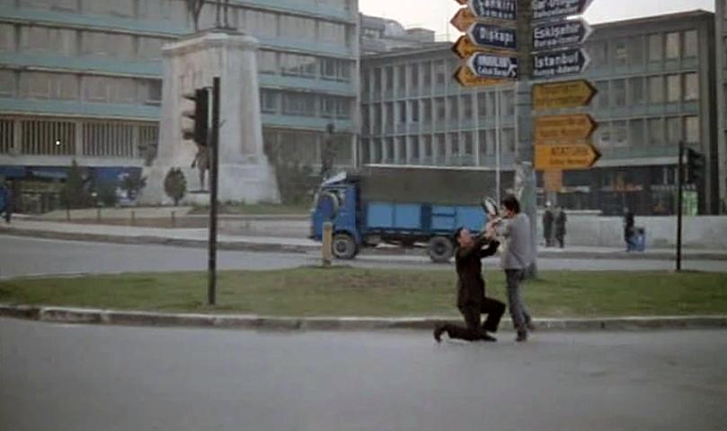 Ankara sokaklarında bir fareli köy kavalcısı!